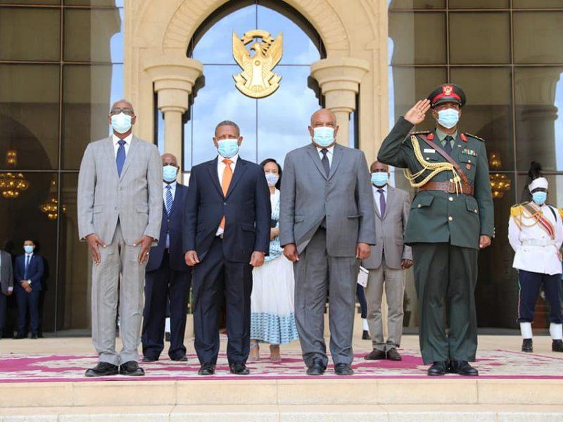 سفير أثيوبيا لدى الخرطوم يقدم أوراق إعتماده لرئيس مجلس السيادة الإنتقالي
